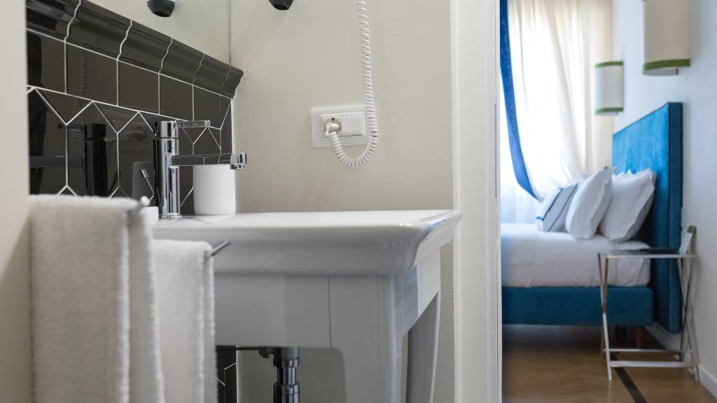 Flor-Luxury-Guesthouse-Florence-Room-web-99